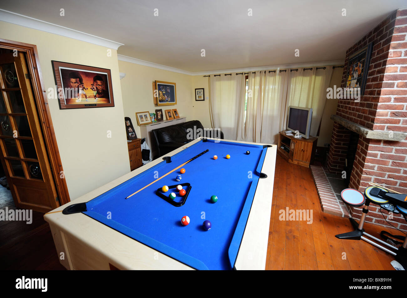 Pool Table In A Games Room In A Home Uk Stock Photo