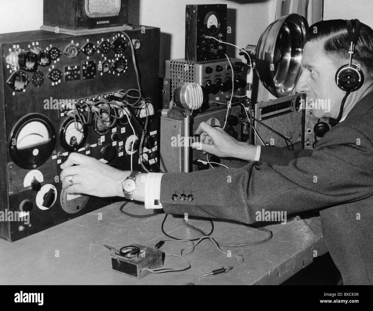 a history of radio wave technology History of radio transmission in the uk at that time, the medium wave band extended only from 600 to 1000 khz and each station was on a different frequency.