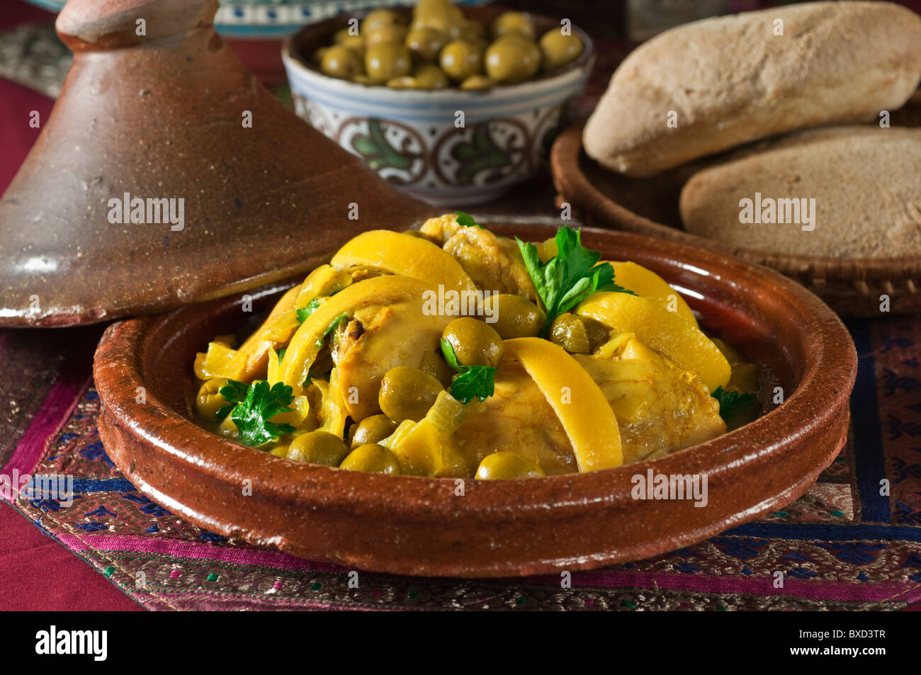 Tagine of chicken with green olives and lemon morocco - Maroc cuisine traditionnel ...
