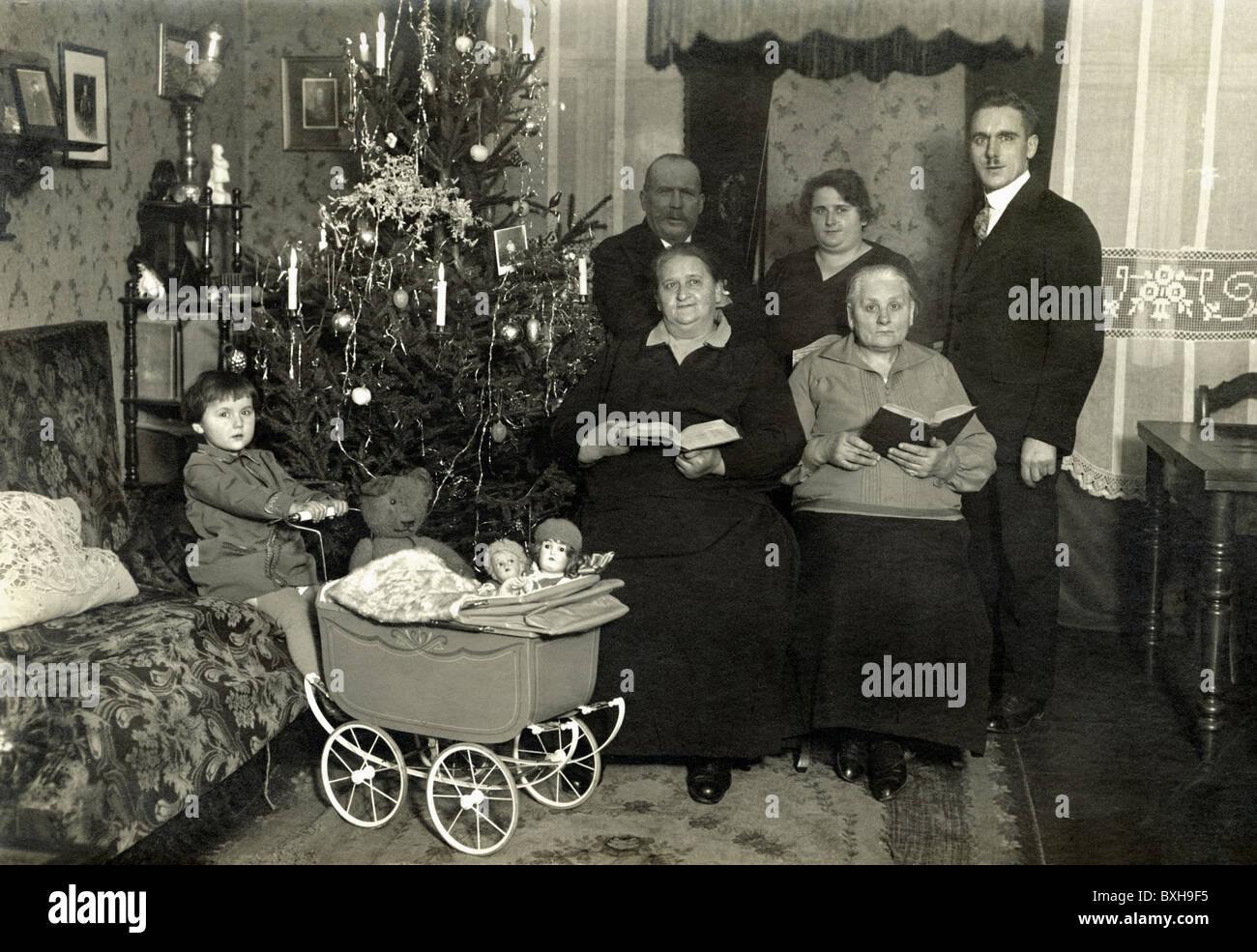 Christmas, Christmas Eve, family under Christmas tree, Germany ...
