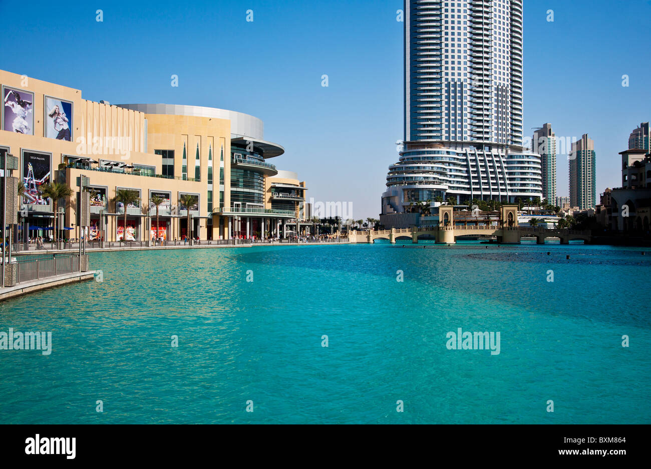 The dubai mall and the 5 star luxury address hotel in for Best 5 star luxury hotels in dubai