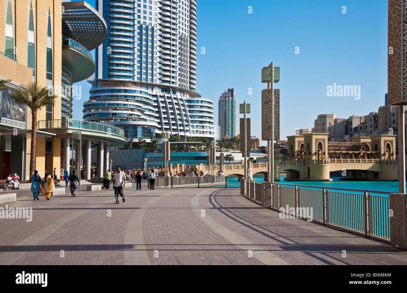 Outside the dubai mall in downtown dubai united arab for Hotels in downtown dubai