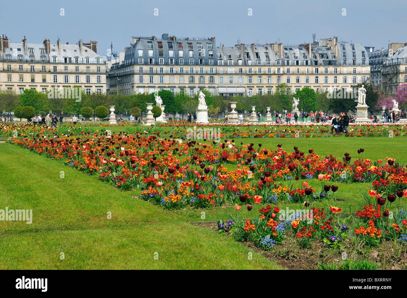 Jardin des tuileries public garden rive droite paris for Jardins remarquables ile de france