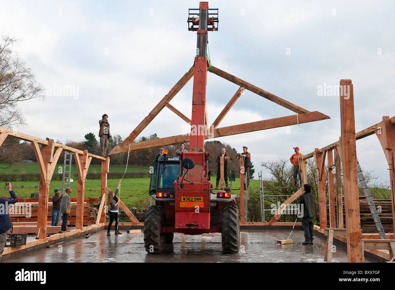Building A Traditional Timber Framed Barn In Radnorshire