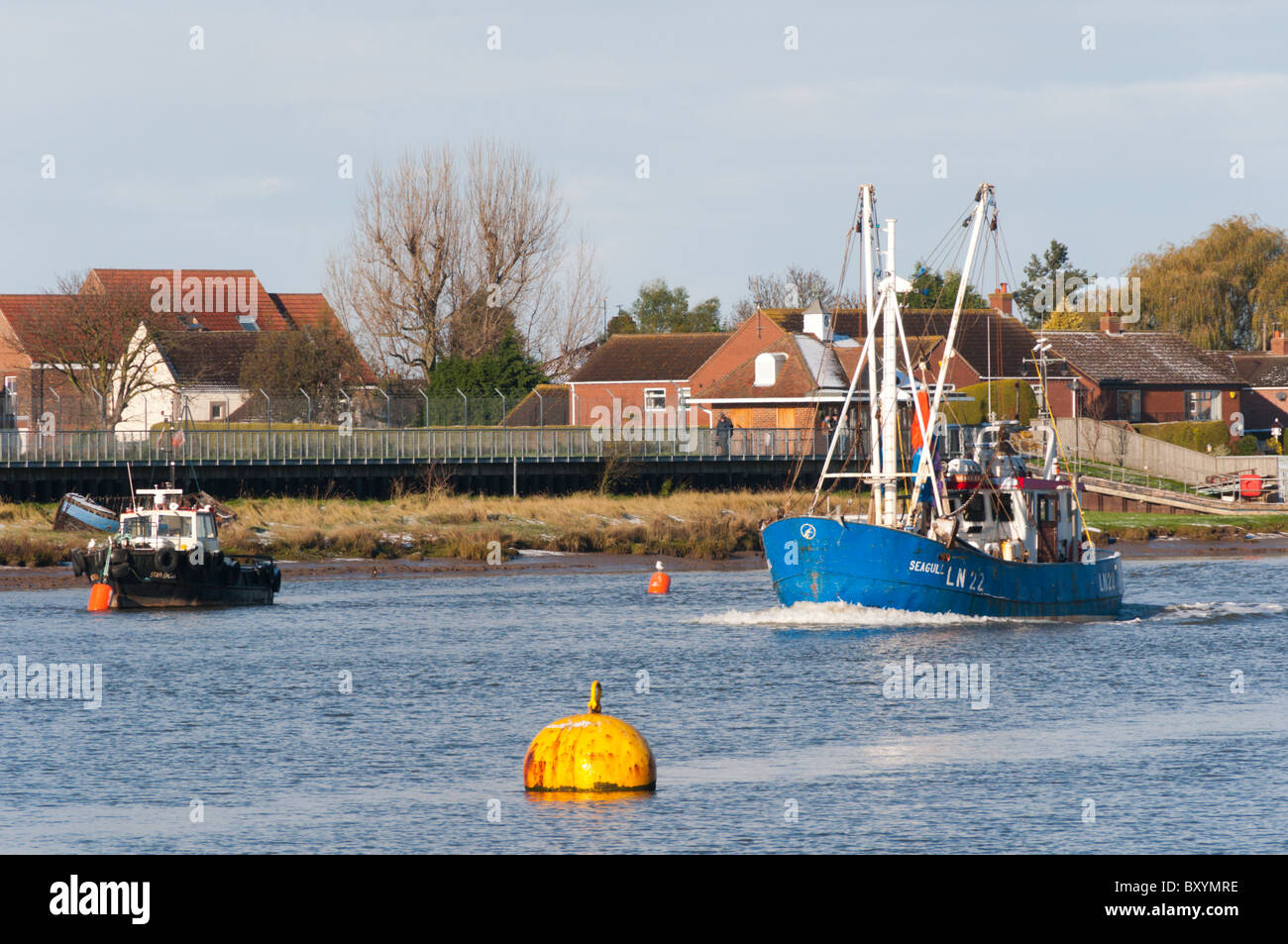 A king 39 s lynn fishing boat returns to port down the river for Fishing kings free