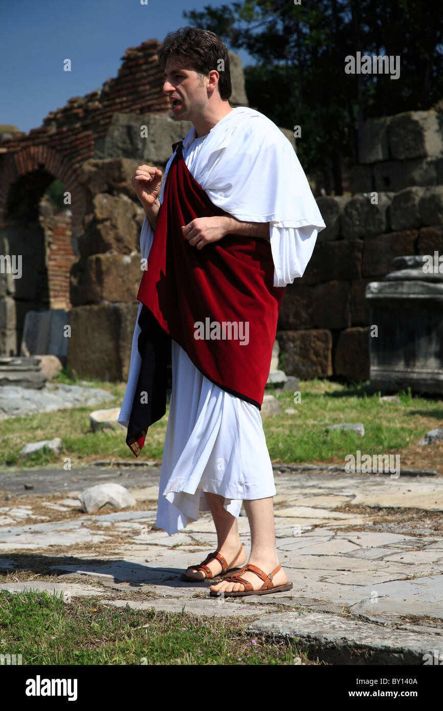 man in toga stock photos u0026 man in toga stock images alamy