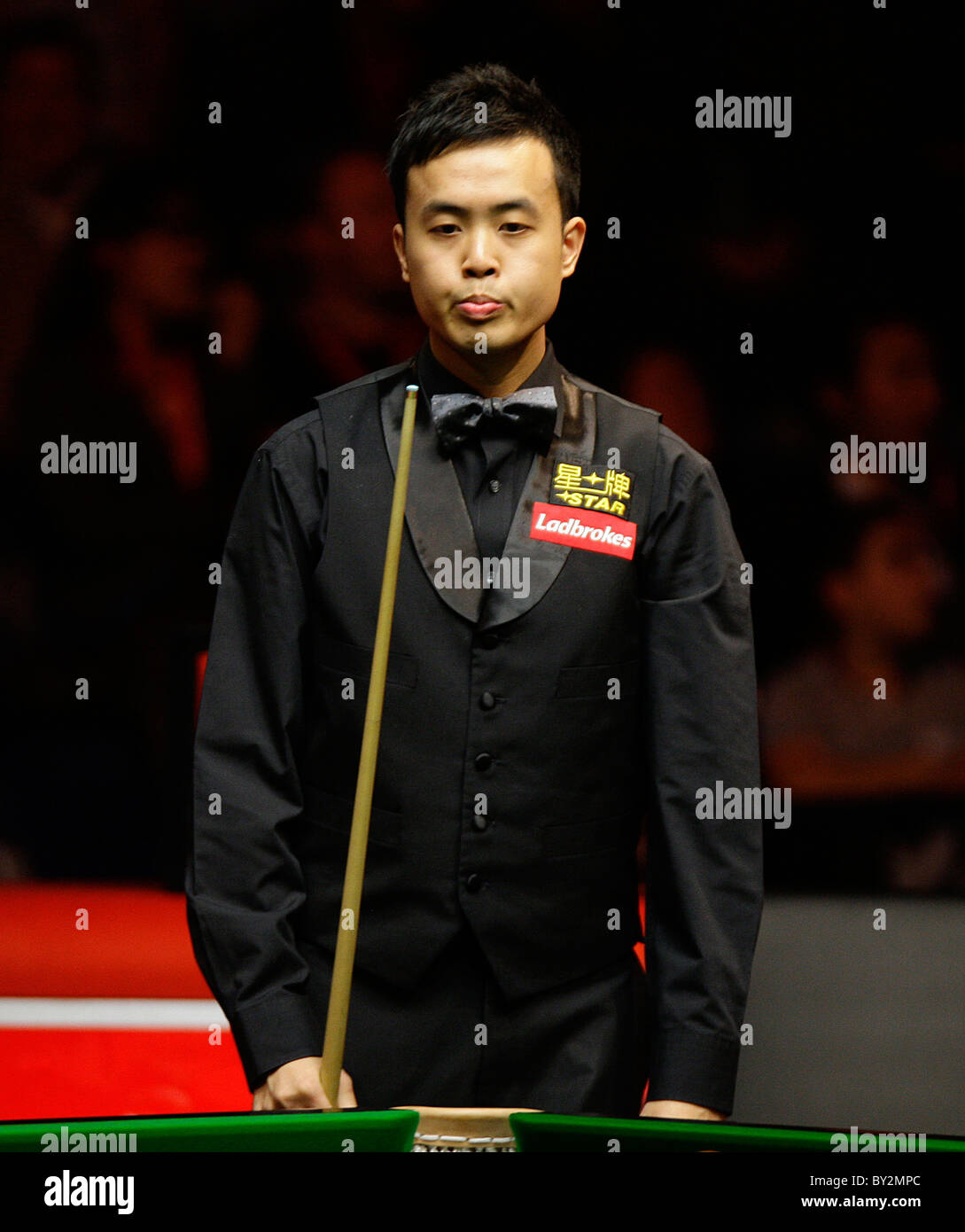 Masters Snooker 2011- Marco Fu in action against Peter Ebdon Stock ...