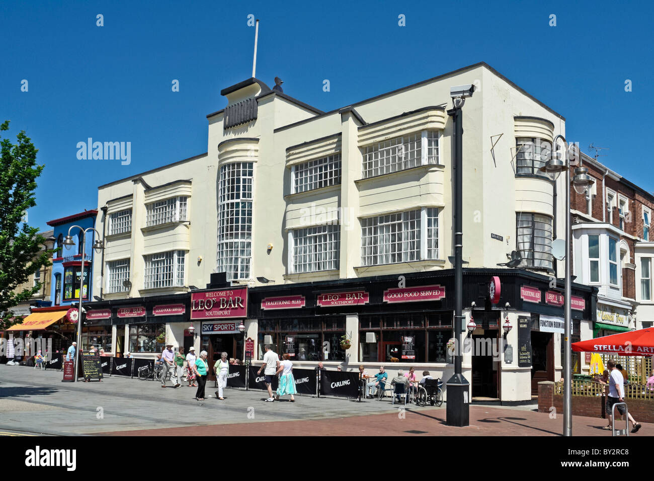 Art Deco moderne building with Leo\'s bar below and flats above in ...