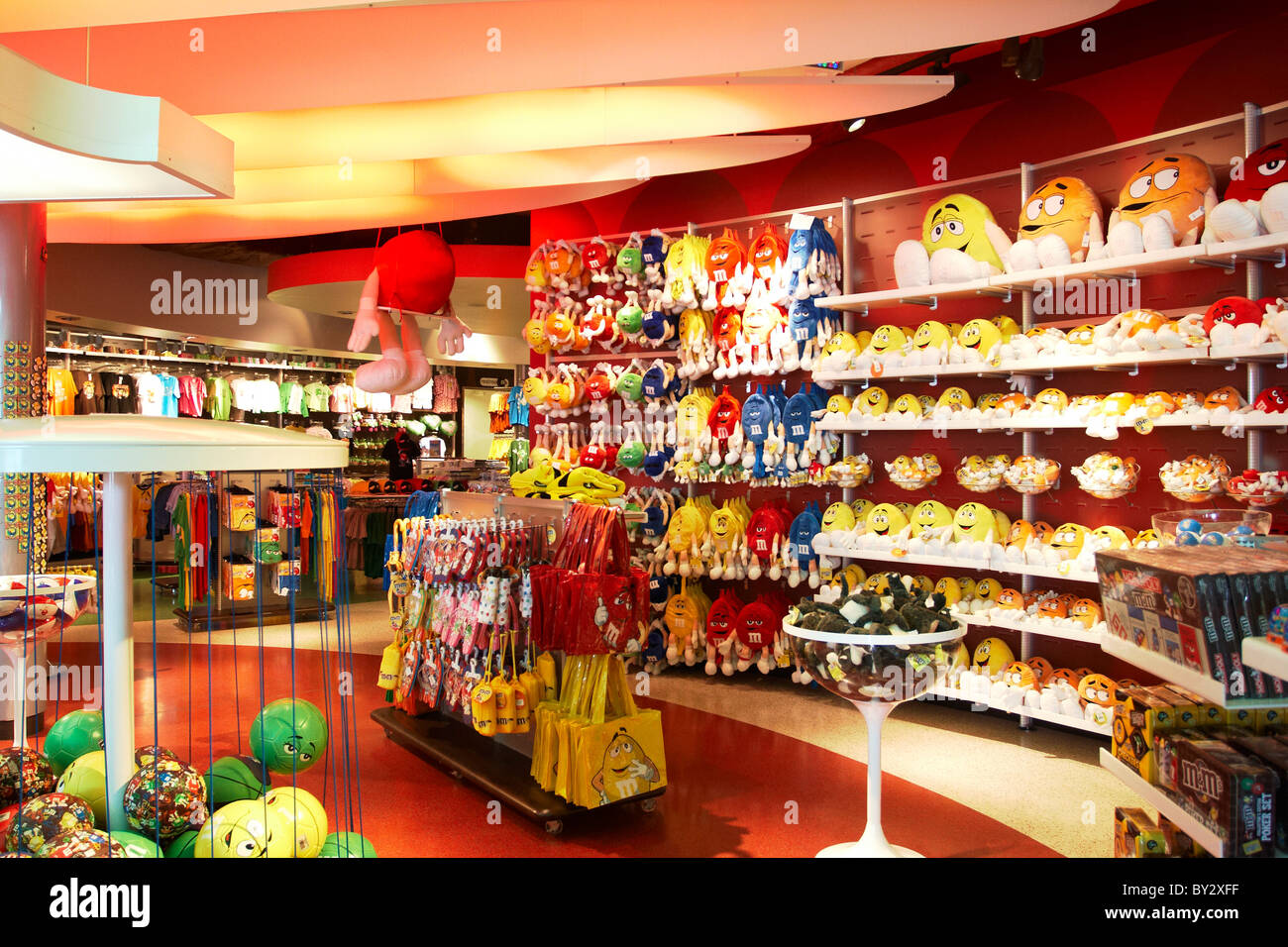 M&M'S World, located at The Florida Mall®: Enjoy the ultimate M&M'S® brand experience in this chocolate store full of colorful chocolate fun. Find your favorite color or flavor at the world famous M&M'S chocolate wall, meet your favorite character, discover your true .