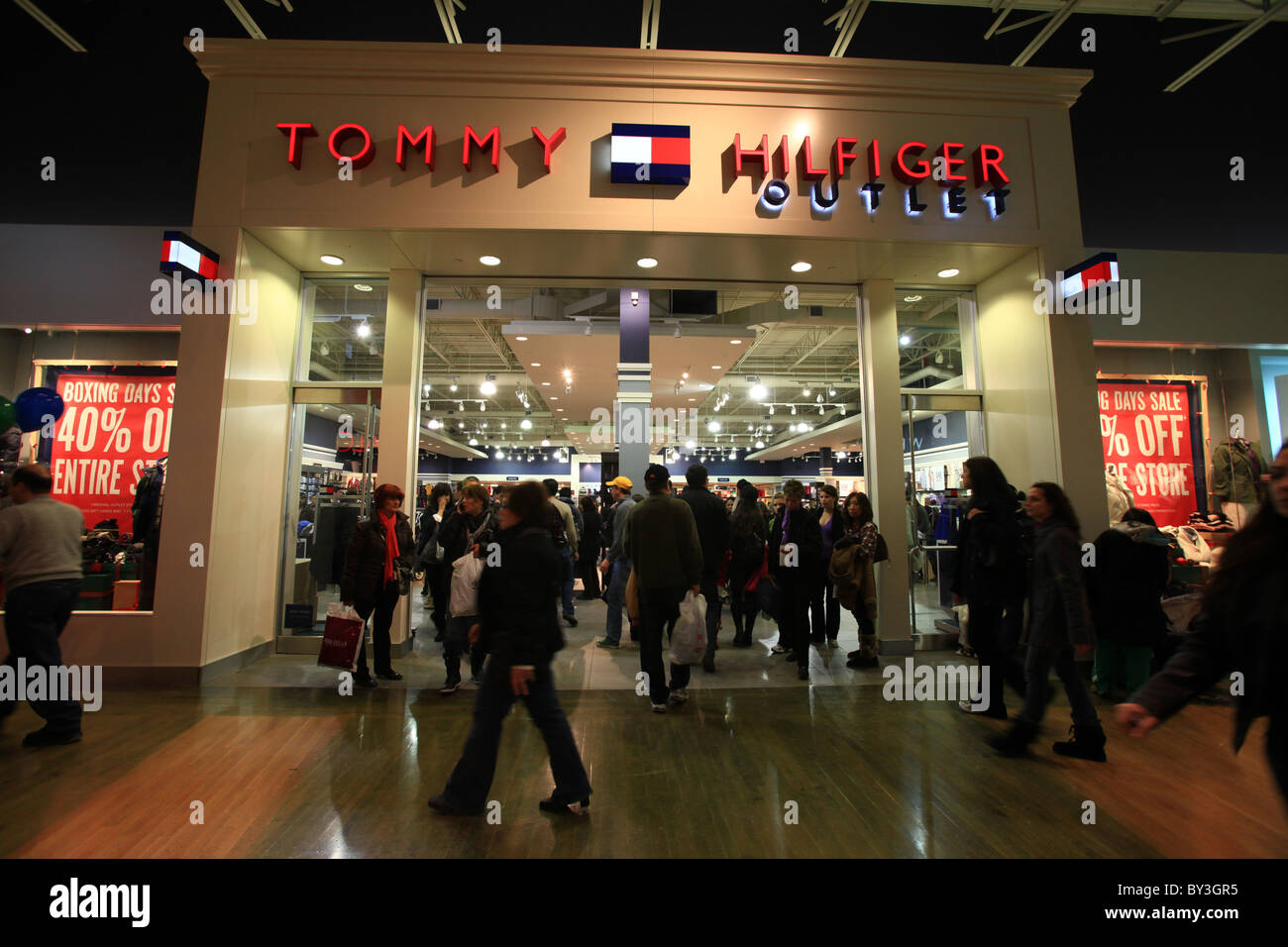 Tommy Hilfiger Outlets in Canada If you're in the area and have a bunch of time on your hands, these Tommy Hilfiger outlets might be worth checking out! Montreal: B Rue du Marche-Central, Montreal, QC H4N 1J8.