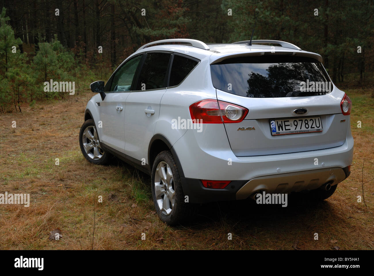 Ford kuga 2 0 tdci awd powershift my 2008 white pearl metallic five doors 5d popular german compact suv in forest