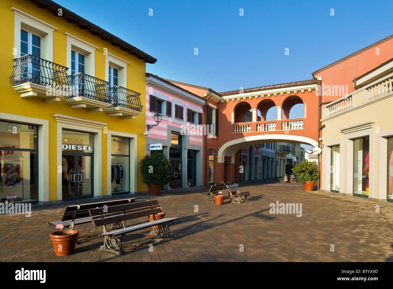 Designer outlet serravalle scrivia alessandria province for Serravalle italy
