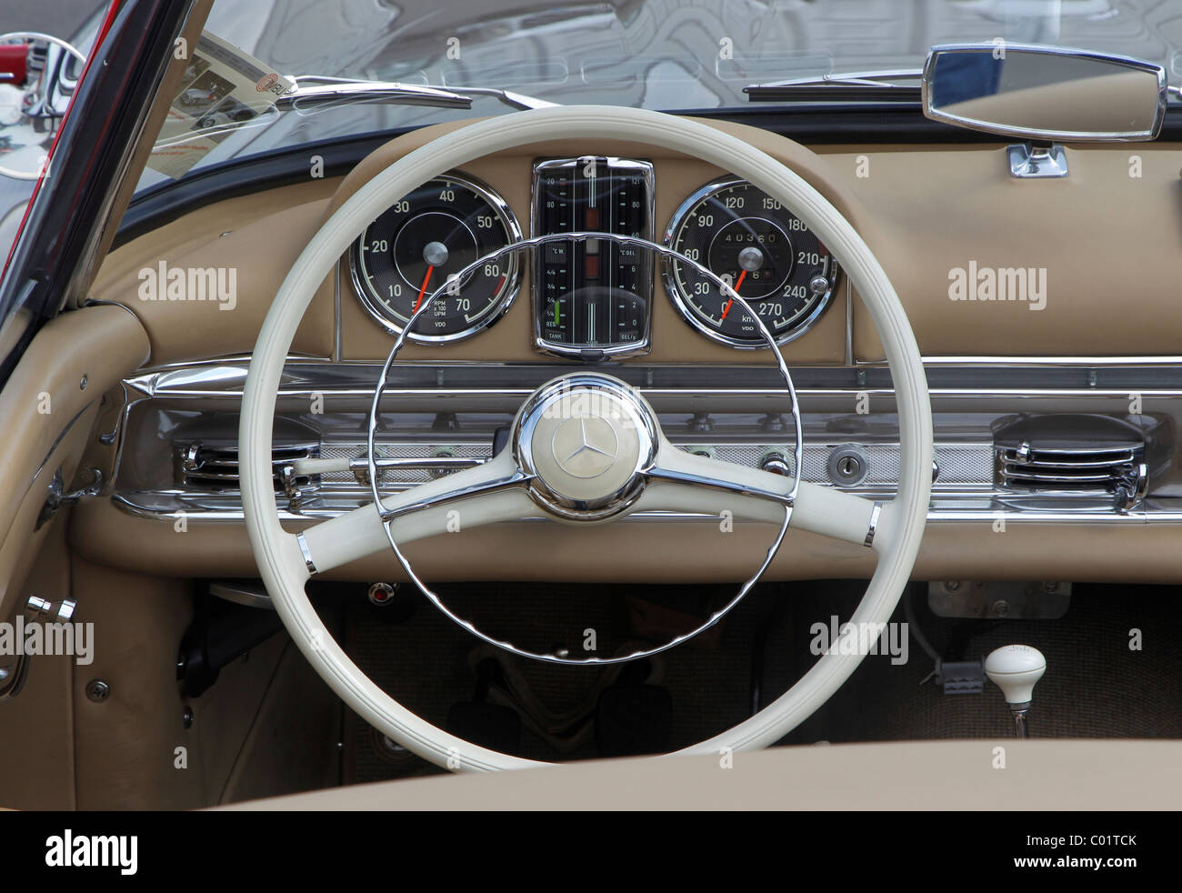 dashboard of a mercedes 300 sl oldtimer grand prix 2010. Black Bedroom Furniture Sets. Home Design Ideas