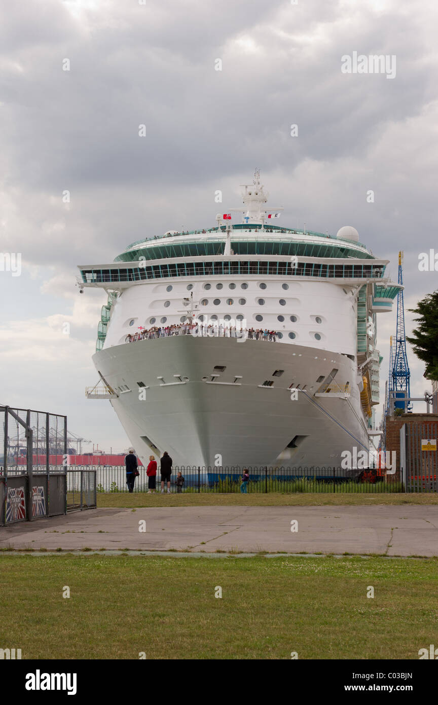 Royal Caribbean Cruise Lines Independence Of The Seas Ship Docked - Southampton cruise ship parking