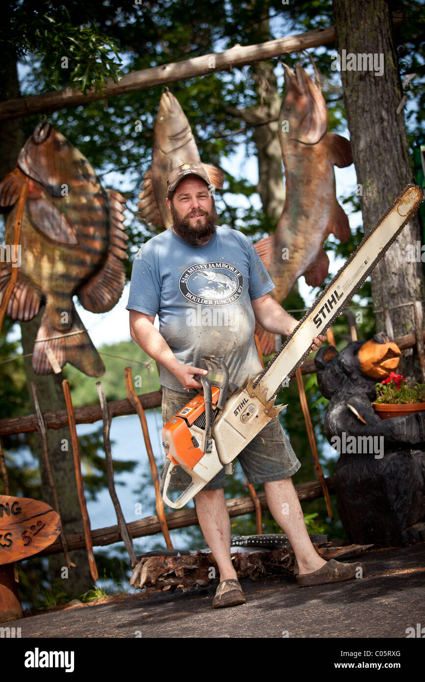 Chainsaw carving shop with bear statues in the northwoods