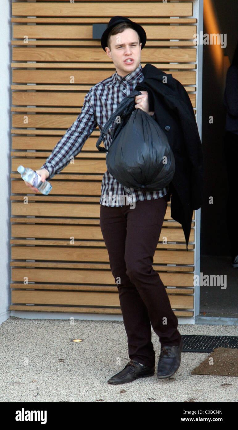 Olly murs black t shirt x factor - Olly Murs Outside The X Factor House London England 17 11 09