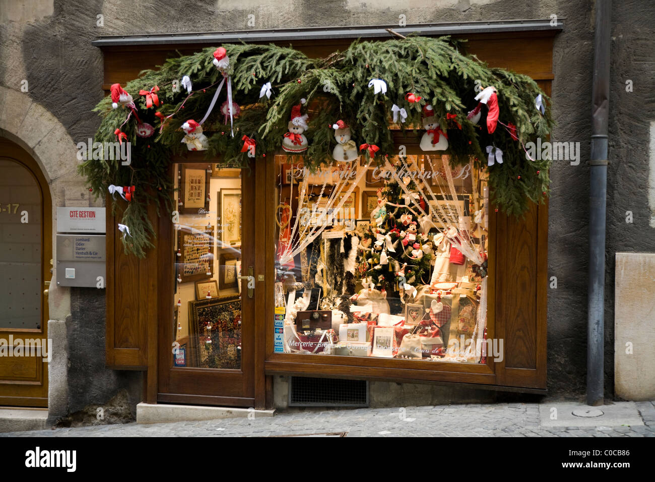 #A72D24 Sewing Shop / Embroidery / Needlework / Art / Tapestry  5545 decorations noel geneve 1300x956 px @ aertt.com