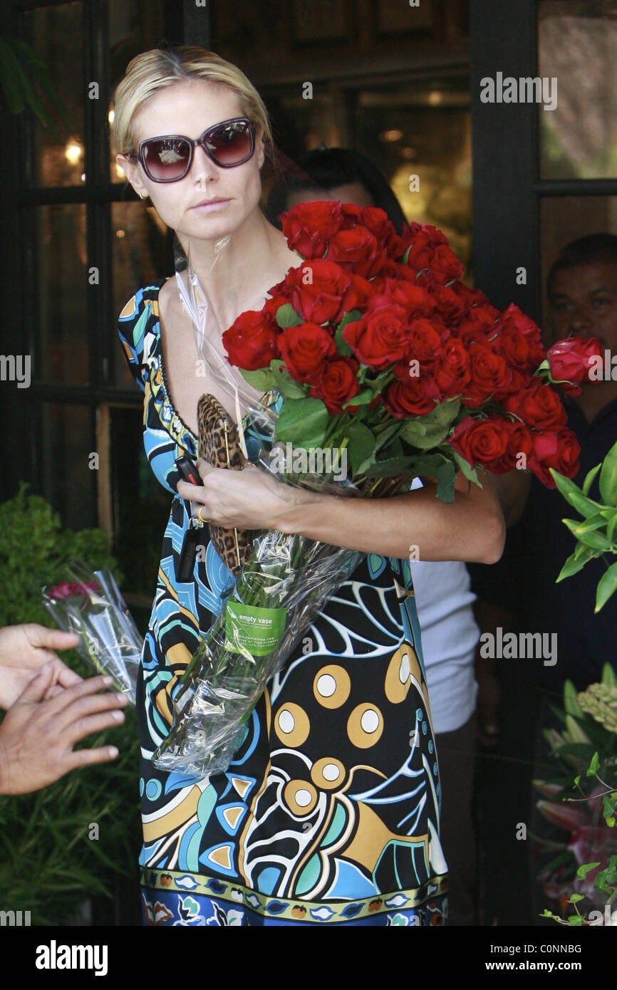 Heidi klum buys flowers at the empty vase on santa monica blvd los heidi klum buys flowers at the empty vase on santa monica blvd los angeles california 261008 reviewsmspy