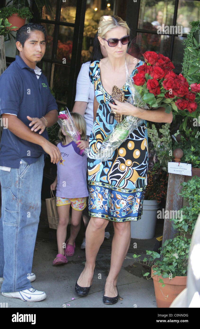 Heidi klum buys flowers at the empty vase on santa monica blvd los heidi klum buys flowers at the empty vase on santa monica blvd los angeles california 261008 bac reviewsmspy