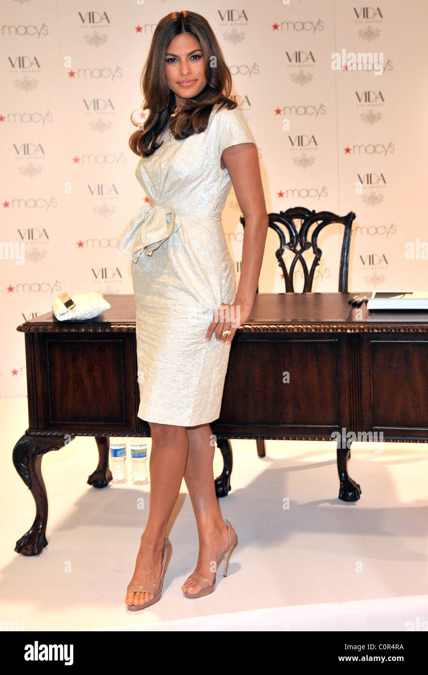 Actress Eva Mendes Launches Her New Home Decor Line Vida At Macy S Miami Florida 20 09 08
