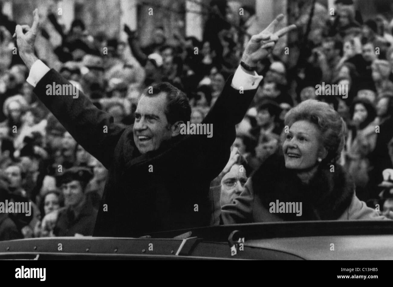 nixon presidency us president richard nixon waving the