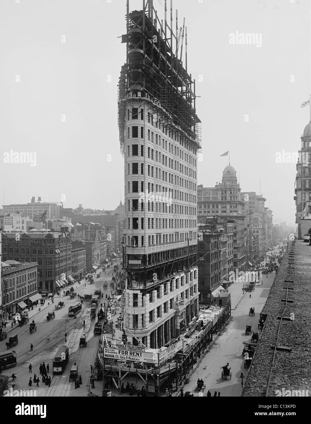 flatiron building during construction in 1902 the steel frame construction a rectangular grid of