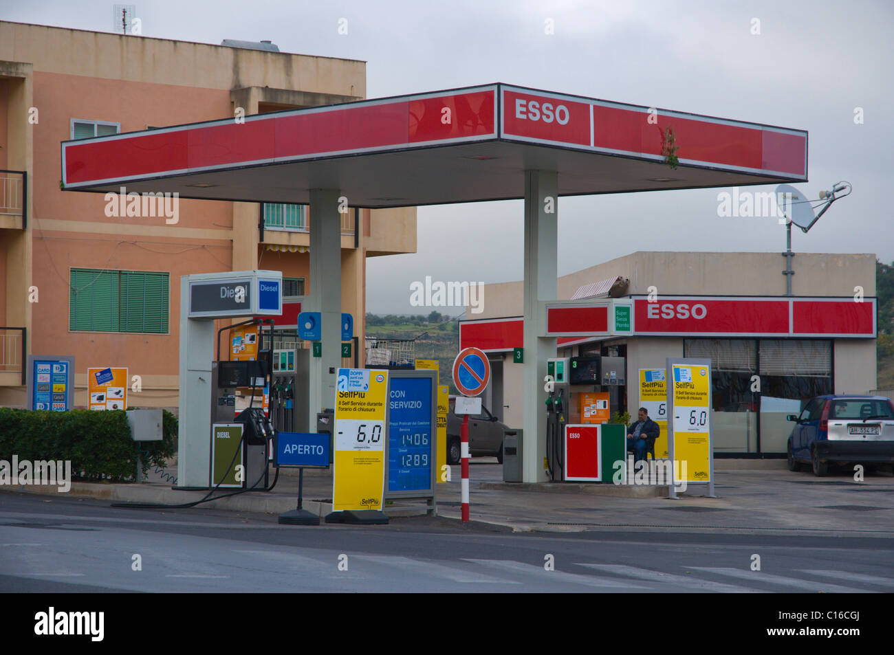 esso service filling gas petrol station noto sicily italy europe stock photo royalty free image. Black Bedroom Furniture Sets. Home Design Ideas
