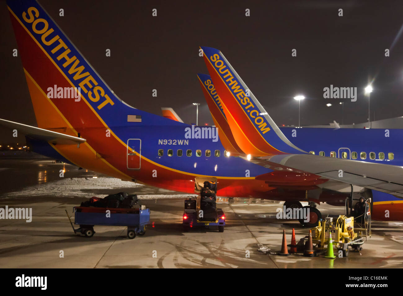 United Airlines Free Baggage Detroit Michigan Southwest Airlines Planes At Night At