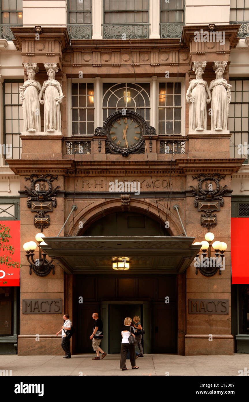 Entrace to Macy's, the biggest department store in the world, New ...