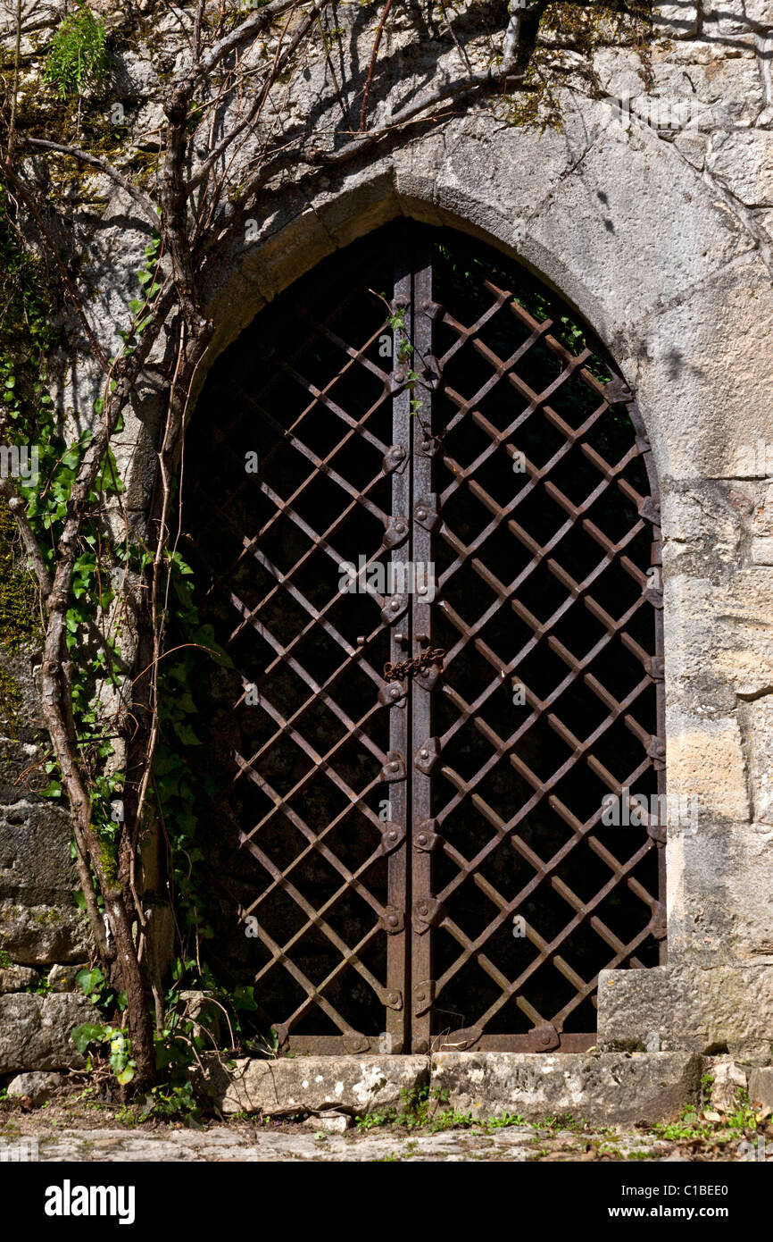 An Old Door Made Of A Wrought Iron Grille At SaintCirqLapopie - Grille porte