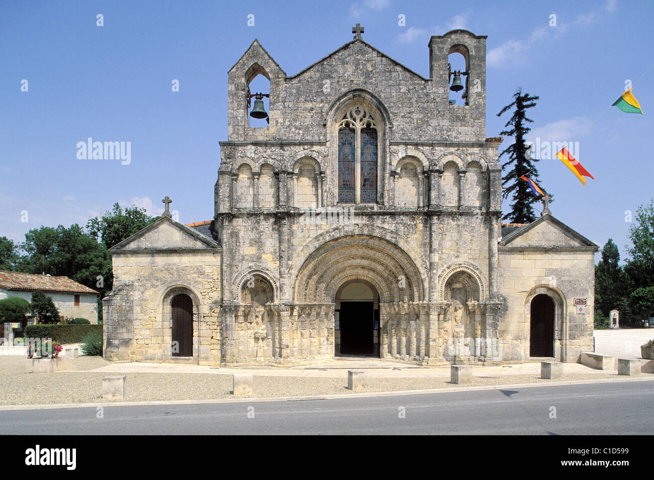 france charente maritime pons the facade of saint vivien church stock photo royalty free. Black Bedroom Furniture Sets. Home Design Ideas