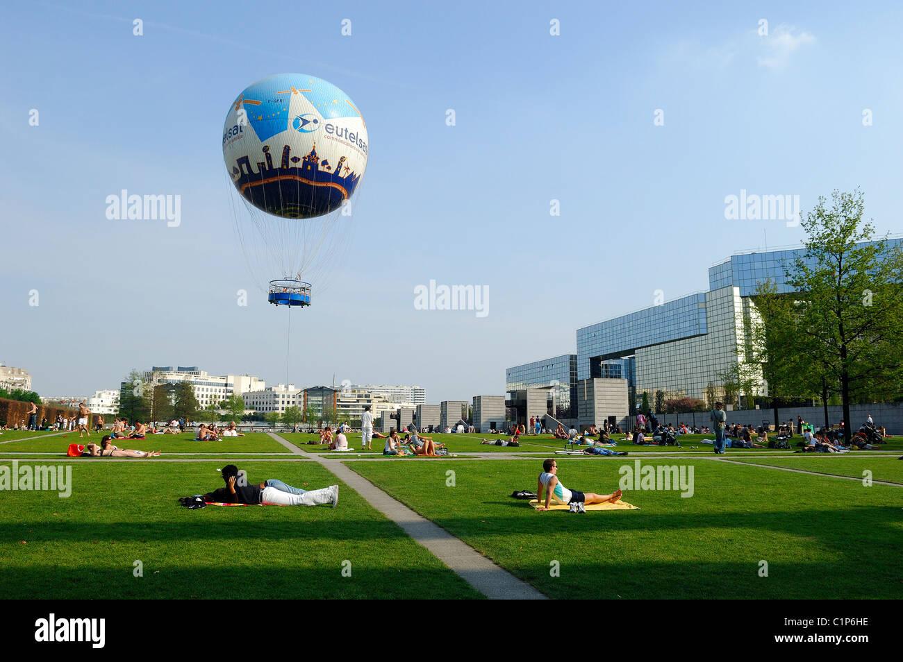 France, Paris, Parc Andre Citroen, Eutelsat hot air balloon Stock ...