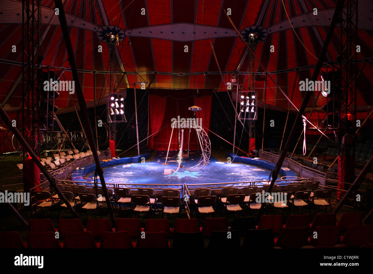 Inside an empty Big top tent & Inside an empty Big top tent Stock Photo: 35598971 - Alamy