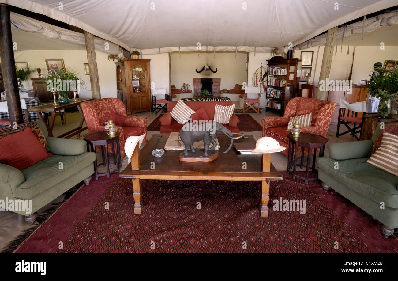 Living room in luxury cottars 1920s tended camp masai mara for Living room ideas kenya