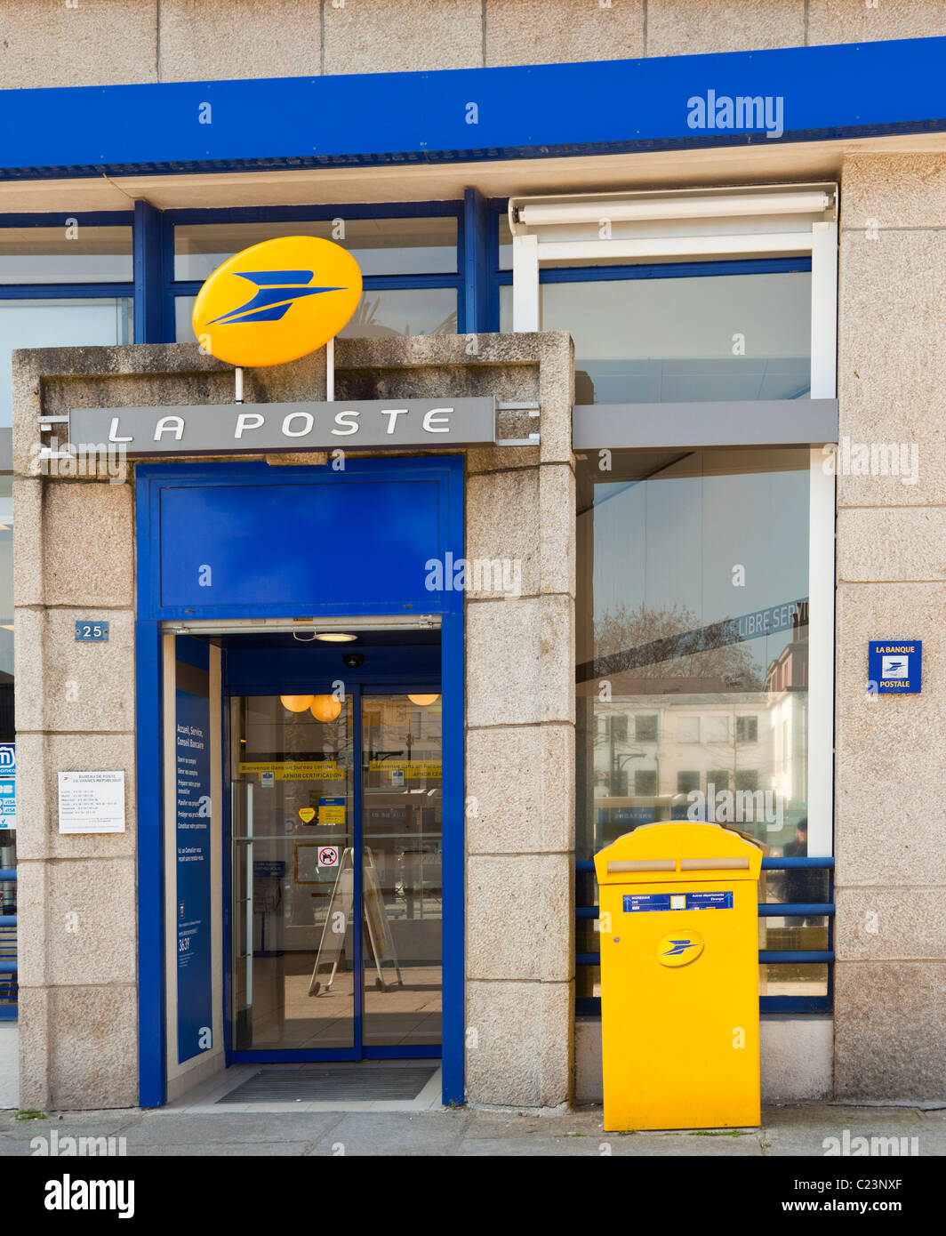 La poste french post office building france europe - Bureau de poste ouvert le samedi paris ...