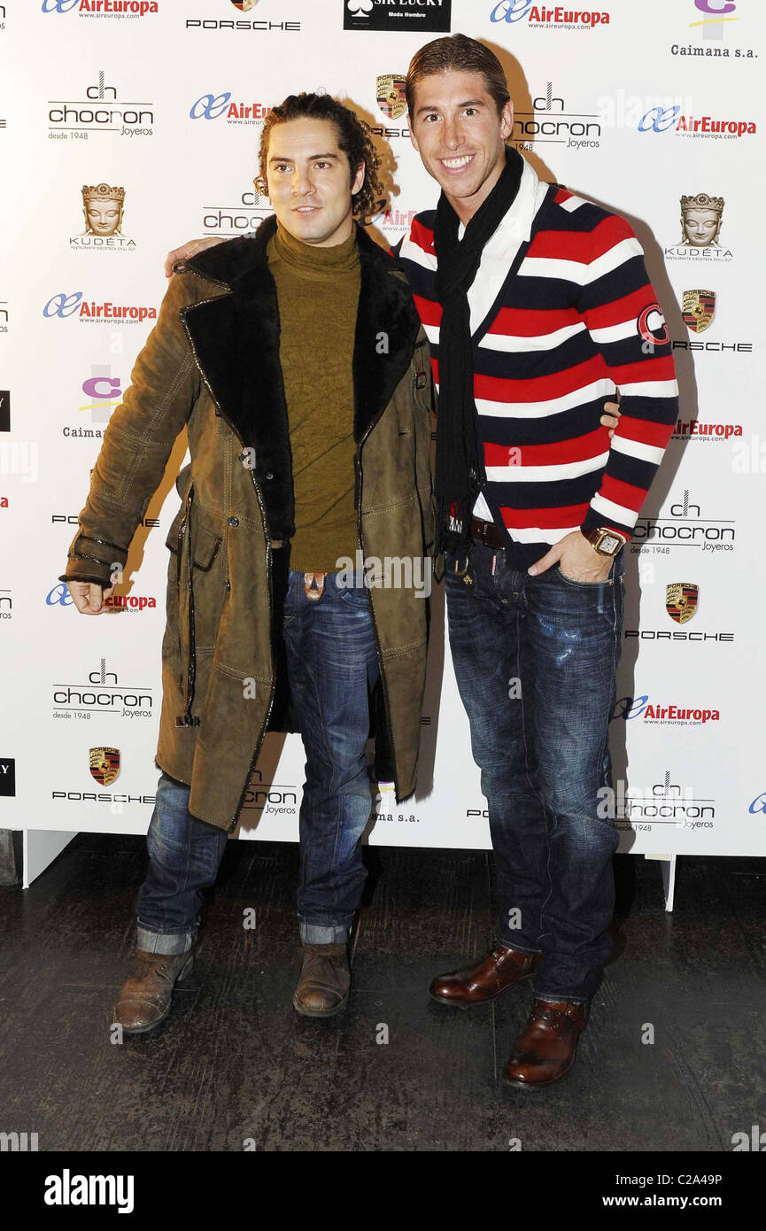 ¿Cuánto mide David Bisbal? - Altura real: 1,73 - Real height David-bisbal-and-real-madrid-player-sergio-ramos-attend-a-charity-C2A49P