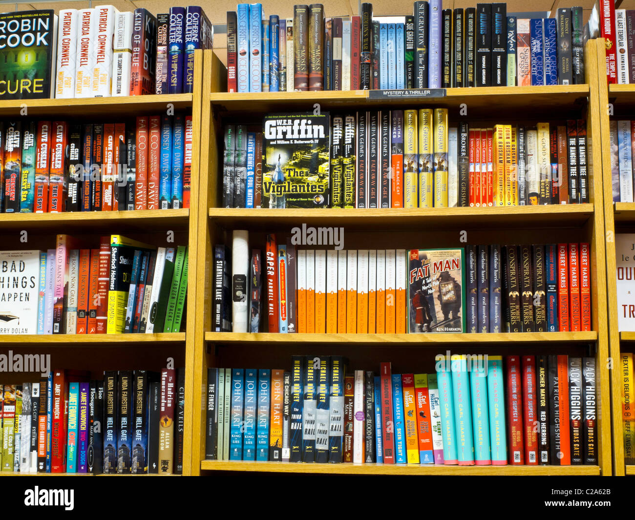 fully-stocked-bookstore-shelves-usa-C2A6