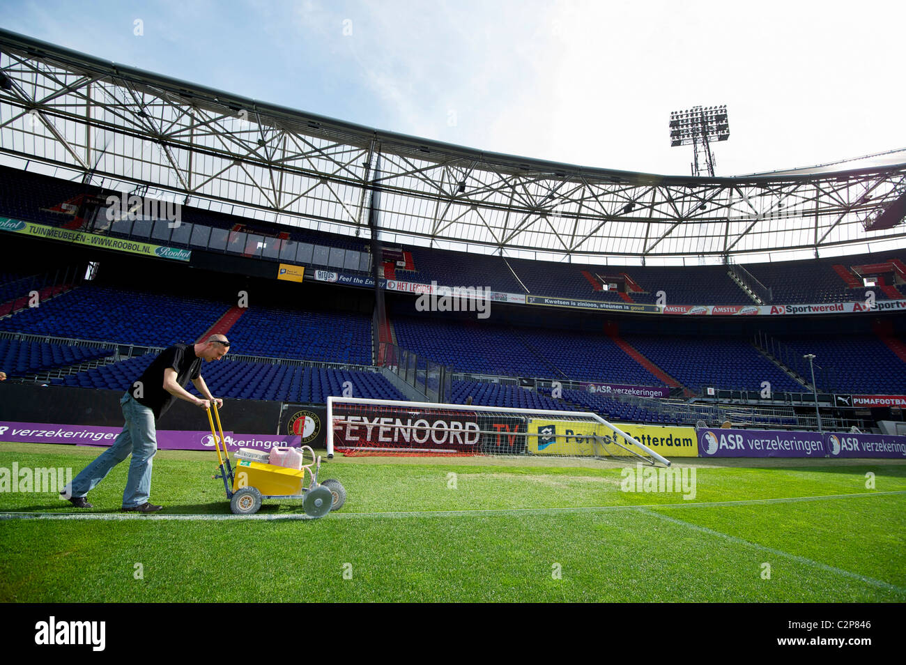 Holland rotterdam groundsman at work at football stadium for Bios rotterdam de kuip