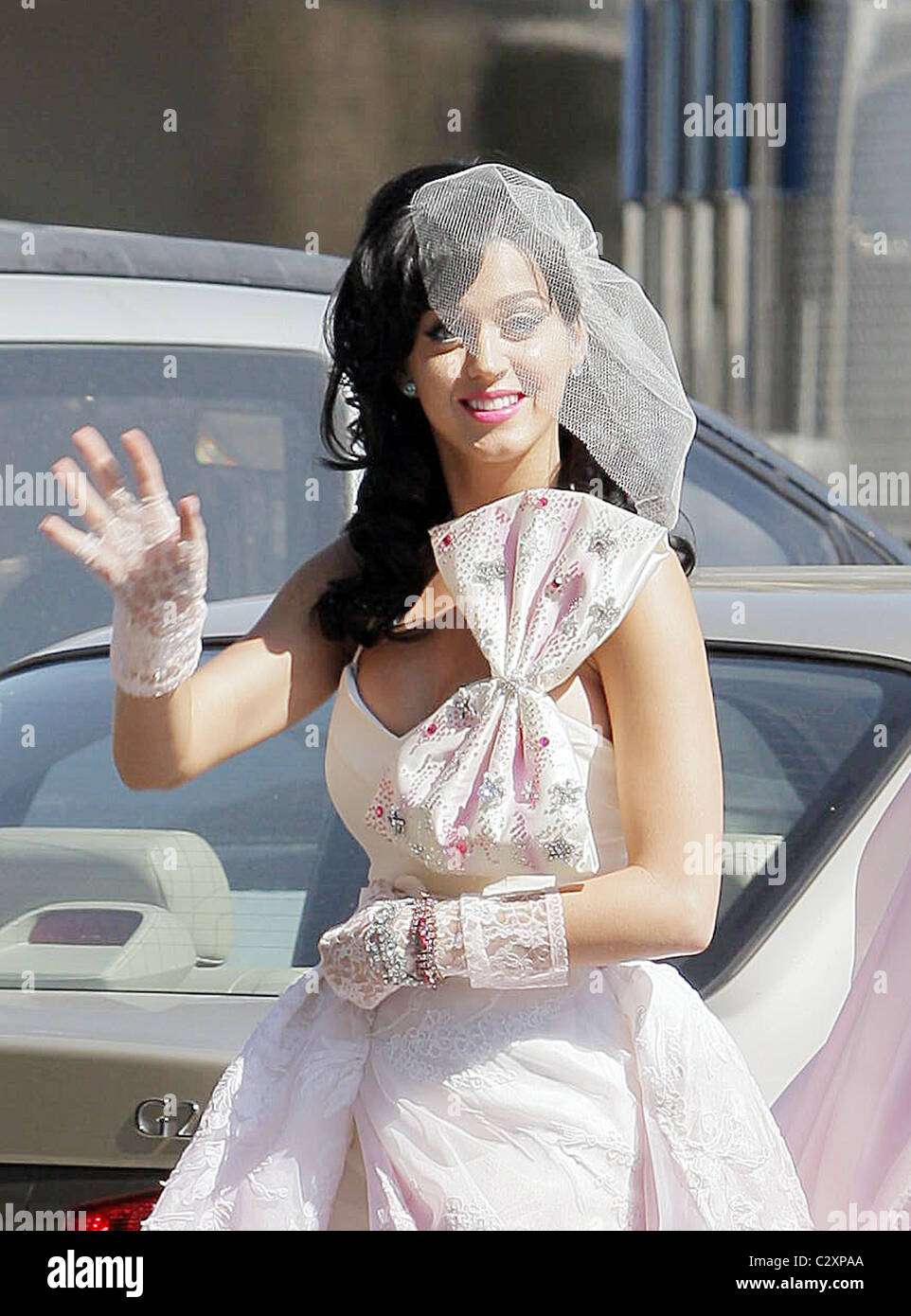Katy Perry Films A Scene For Her New Music Video In Wedding Dress And Veil Los Angeles California