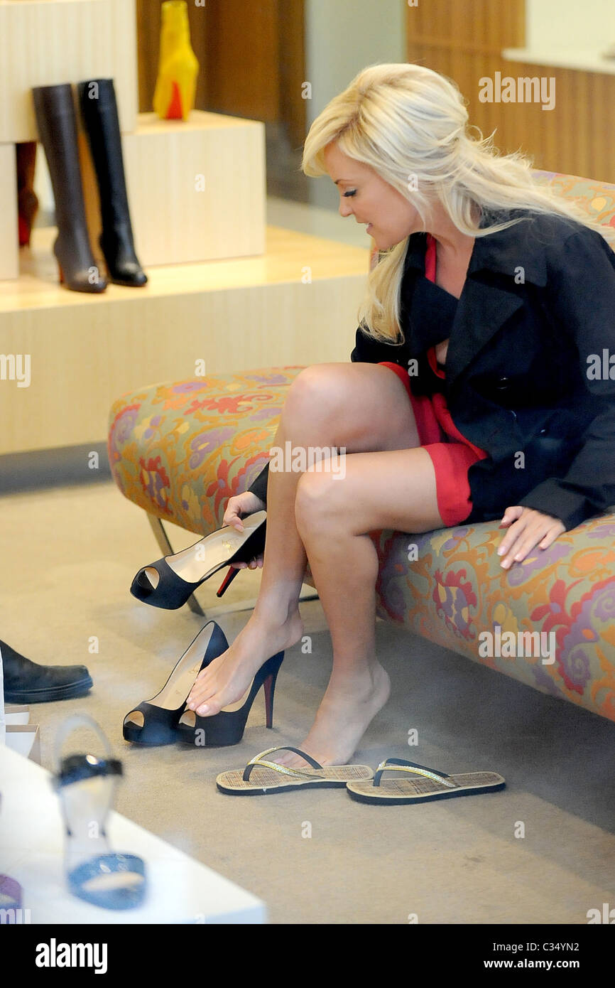 Bridget Marquardt tries out high heels shoes while shopping at ...