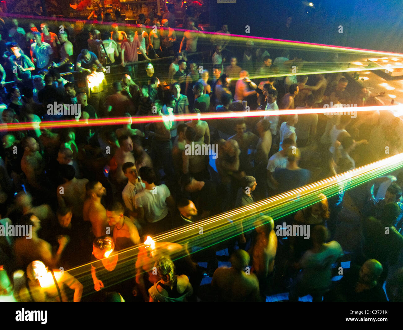 clubbing gay Paris