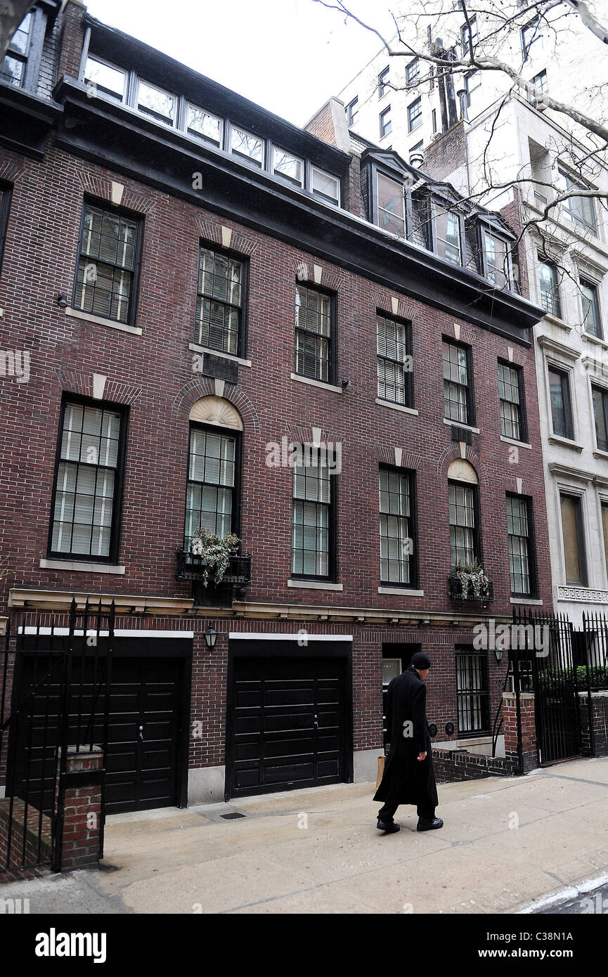 Atmosphere upper east side georgian style townhouse for Townhouse with garage nyc