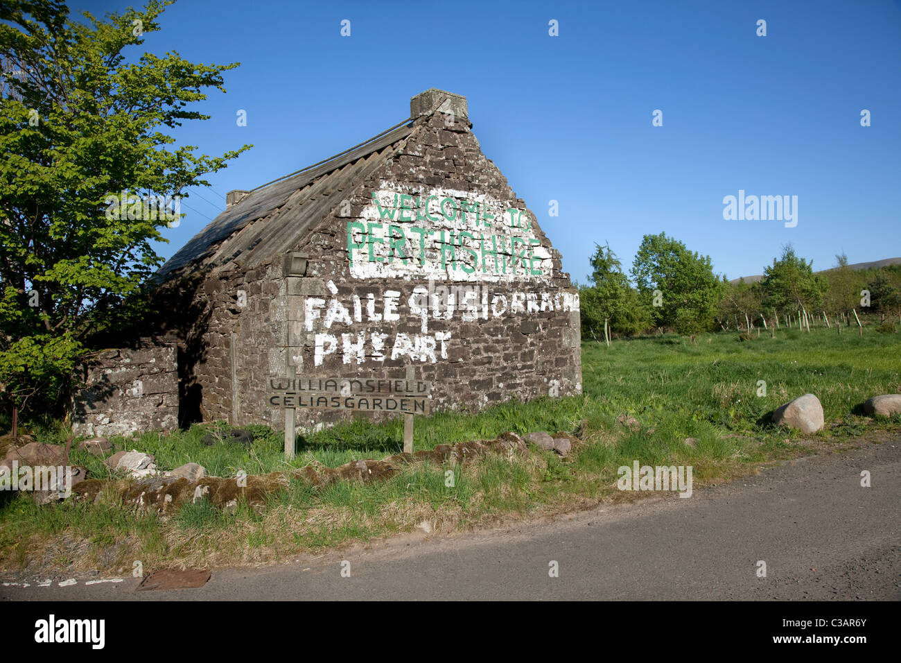 Welcome To Perthshire Abandoned Scottish Country Cottage With Slogan Free Scotland In Gaelic Painted