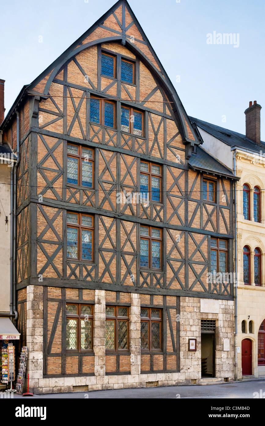 Simple la maison jeanne duarc joan of arcus house in the for Maison pierre modele orleans