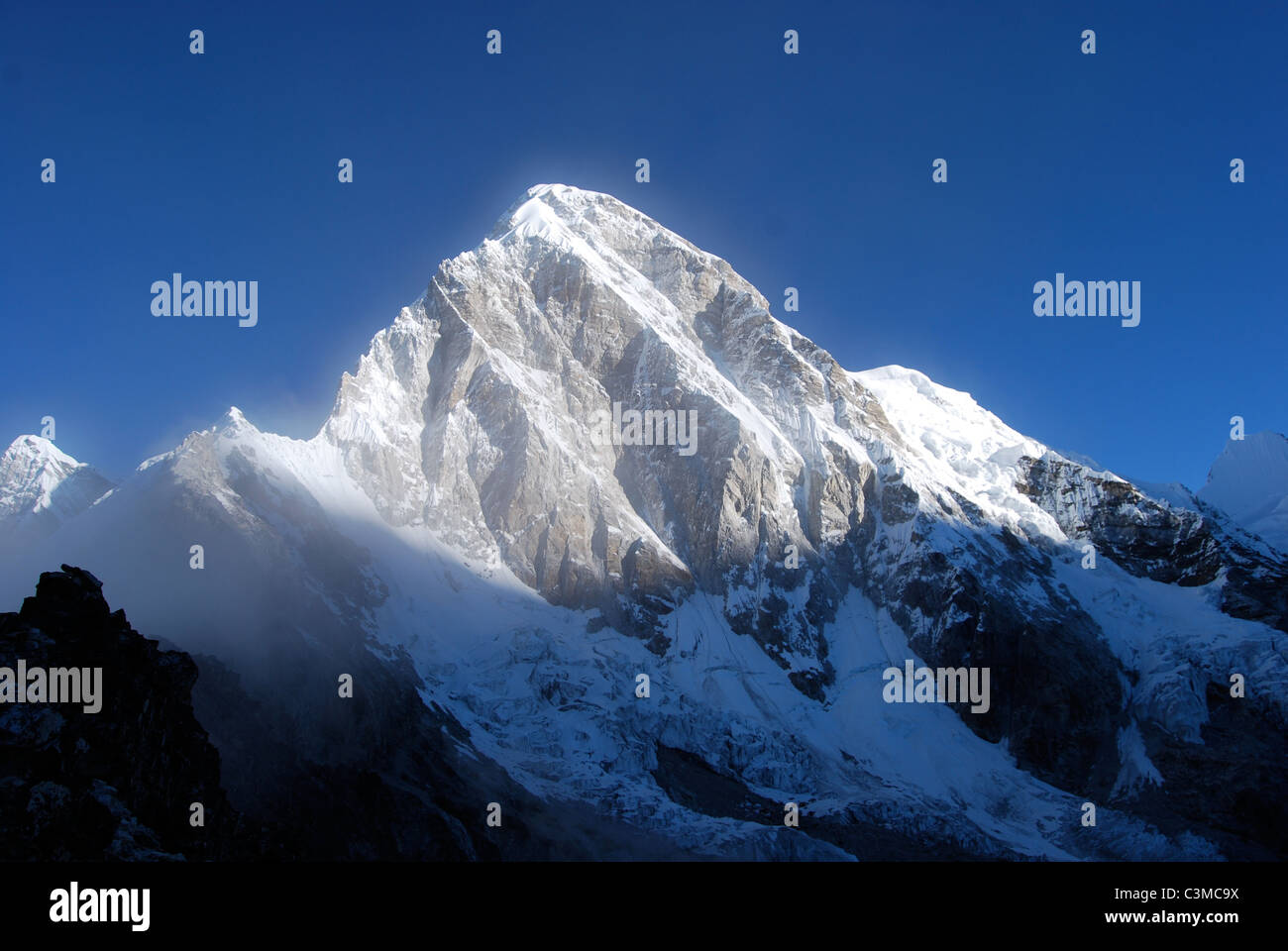 mount-everest-at-sunrise-taken-from-the-