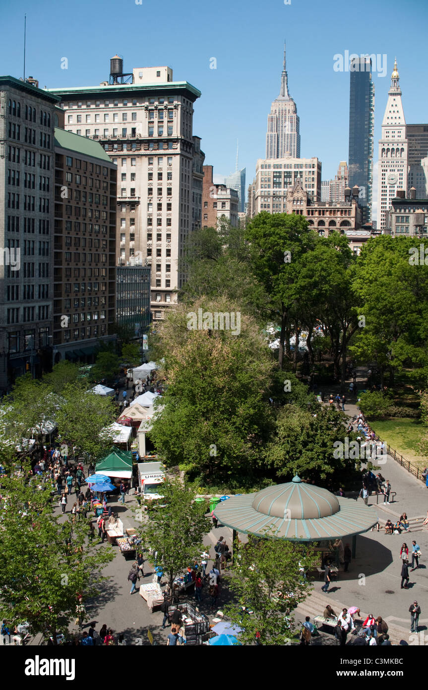 Looking north at union square park on a greenmarket day the looking north at union square park on a greenmarket day the empire state building dominates sciox Image collections