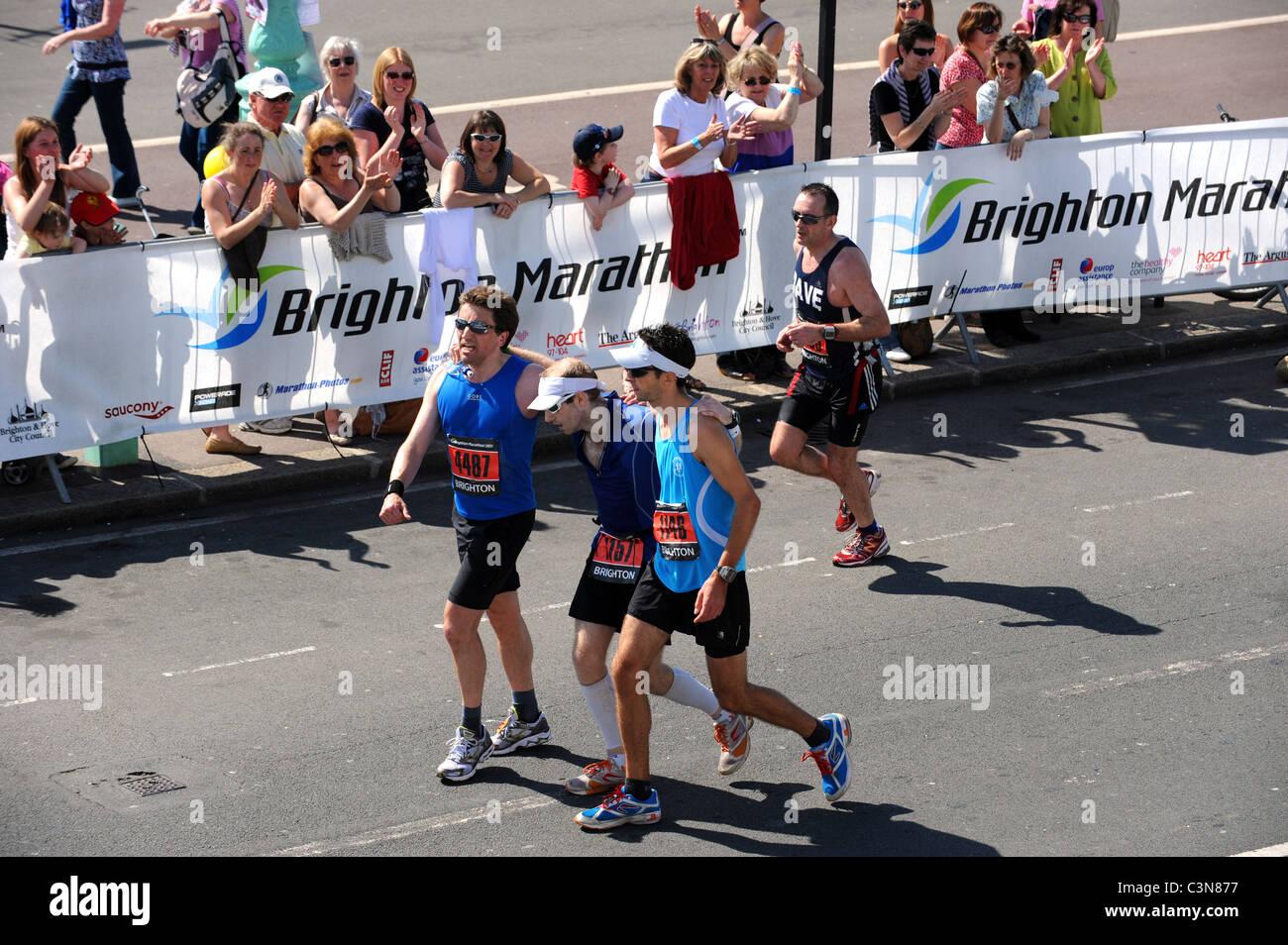 Brighton Marathon 2011 - Exhausted runners help each other ...