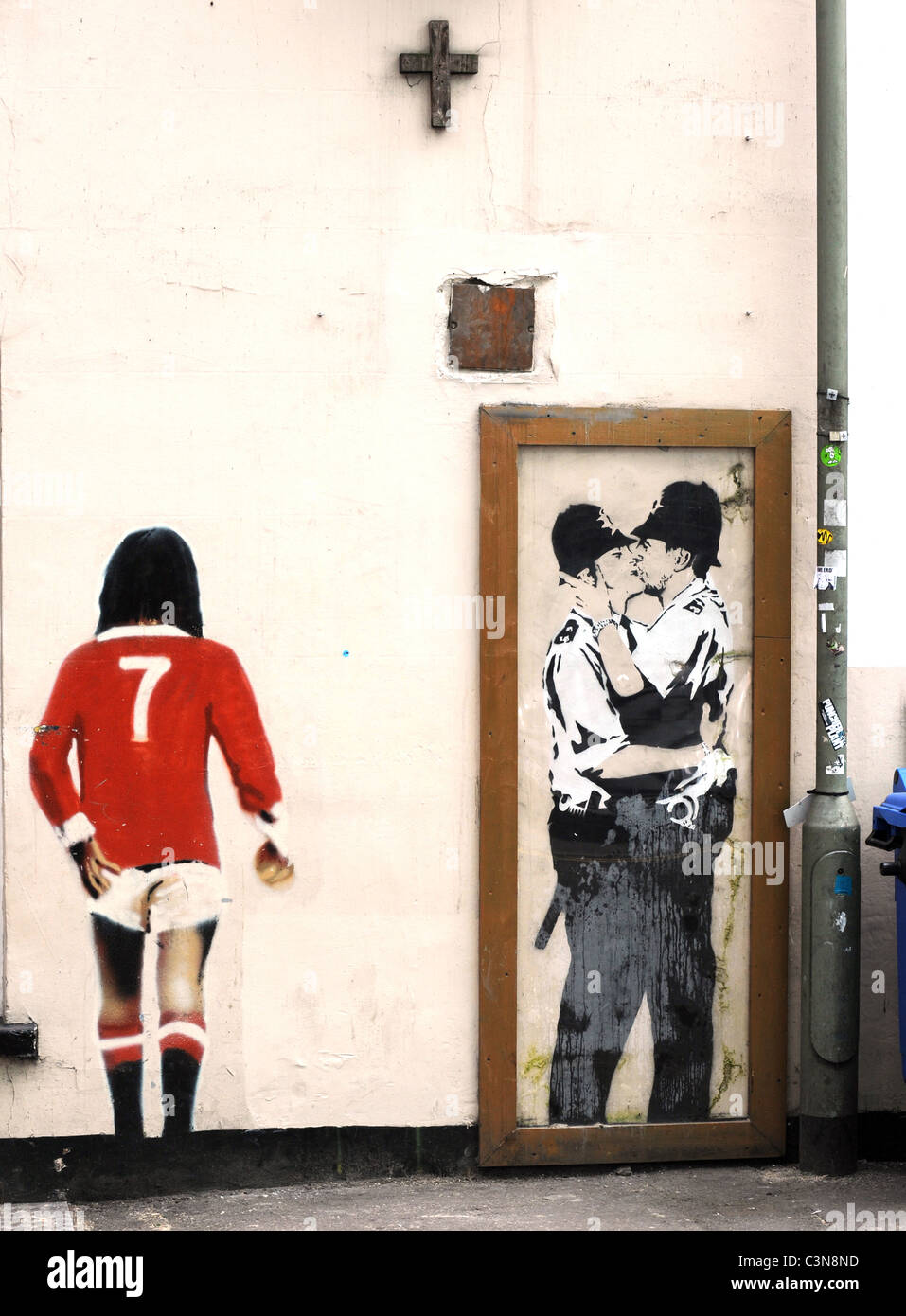 banksy graffiti on the wall of the prince albert pub in brighton banksy graffiti on the wall of the prince albert pub in brighton the kissing policemen