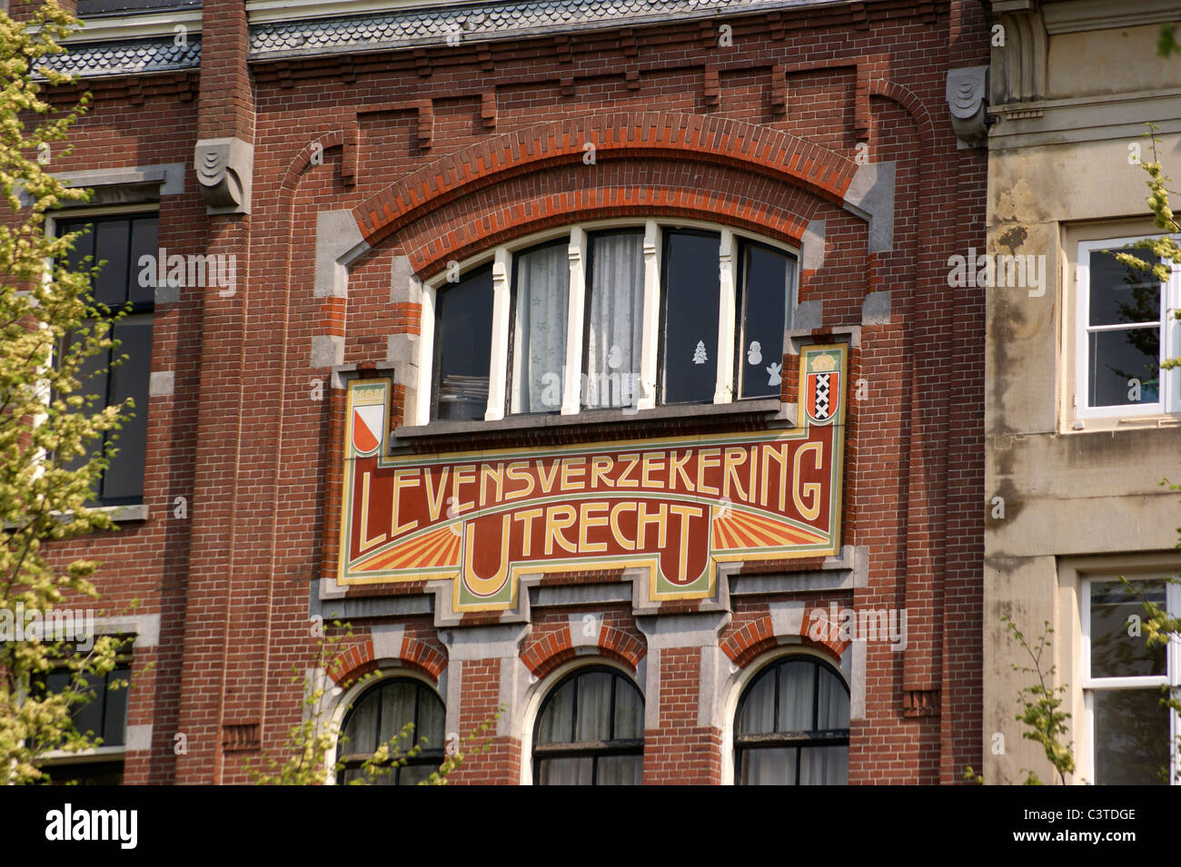 Art nouveau jugendstil frontage of 39 levensverzekering for Art nouveau fenetre