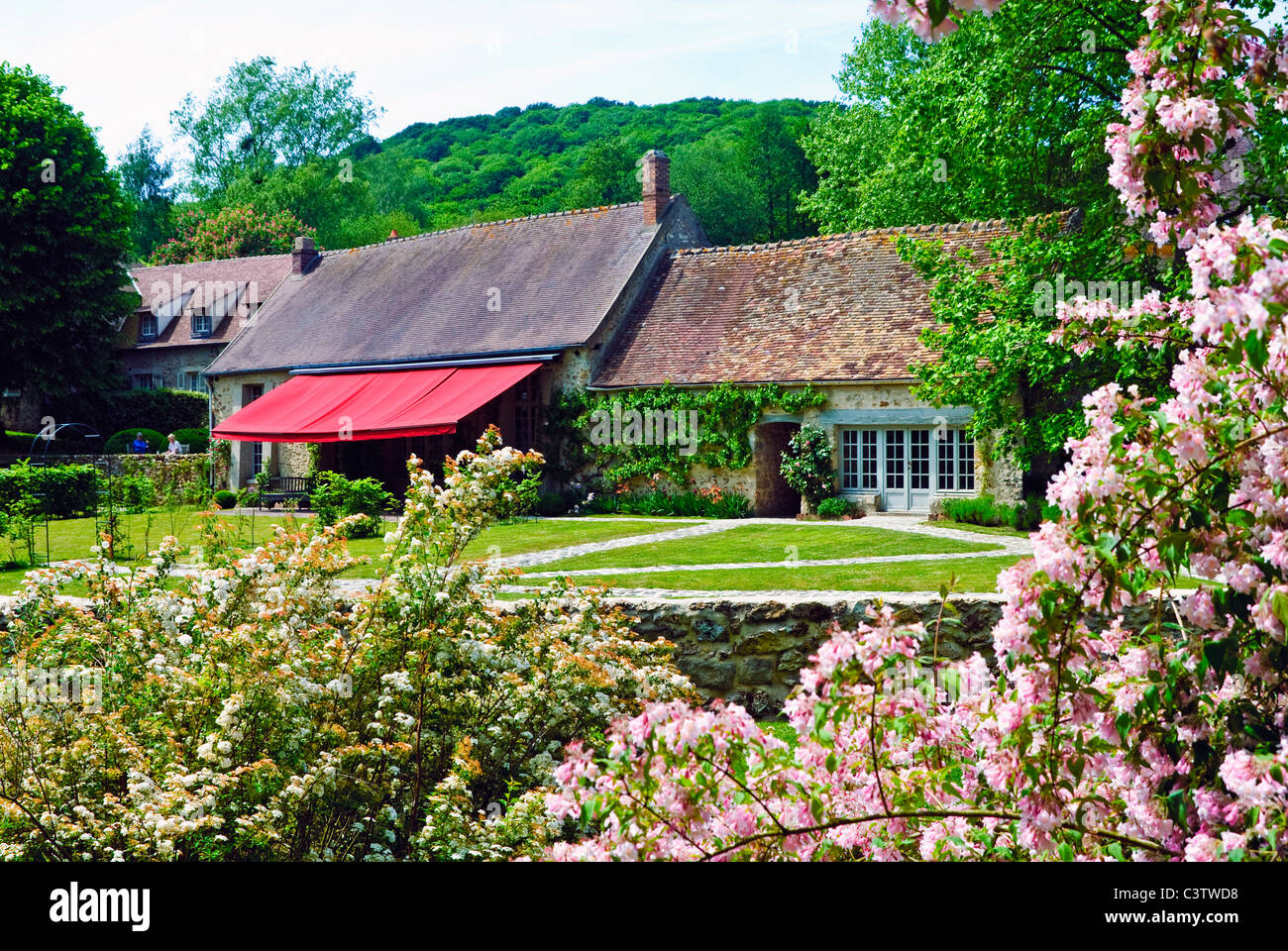 ... The Garden Of The Duke And Duchess Of Windsoru0027s Country Home Le Moulin  De La Tuilerie